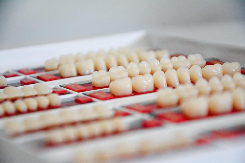 implantes dentales en Siero
